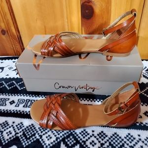 Crown Vintage Womens Sandal Size 9 new in box